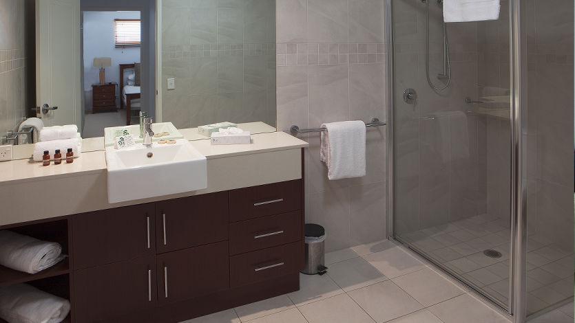 Waters Edge Cairns 5 Star Luxury Apartments 2 bedroom ocean front