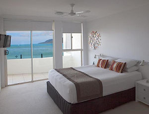 1 Bedroom Ocean Front Waters Edge Cairns Luxury Apartment
