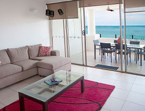 2 Bedroom Ocean Front Waters Edge Cairns Luxury Apartment